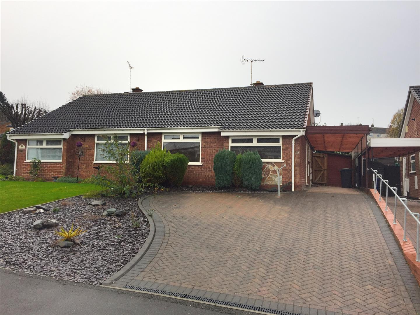 2 Bedrooms Bungalow for sale in Kestrel Way, Burton-On-Trent